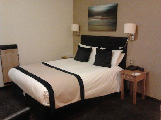 Stratford Manor Hotel: Bed
