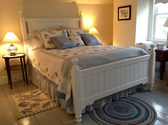 Winding Way Bed and Breakfast : One of the 2 lovely bedrooms