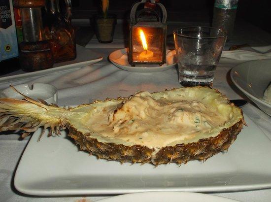 Etnia Pousada & Boutique : restaurant (ananas gevuld met kreeft)
