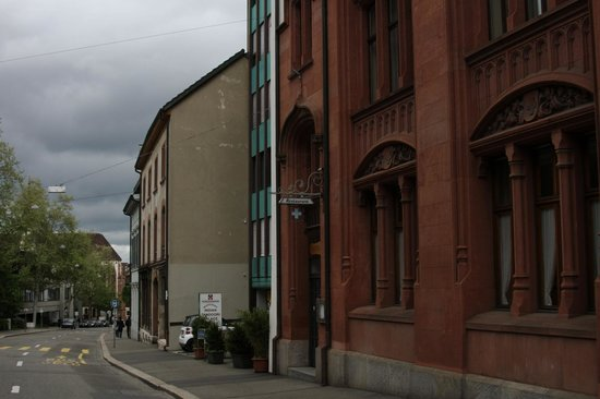 Hotel Rochat : Petersgraben - Quiet street near the Univsersity and Old Town