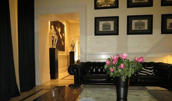 Hotel Isa: Lobby