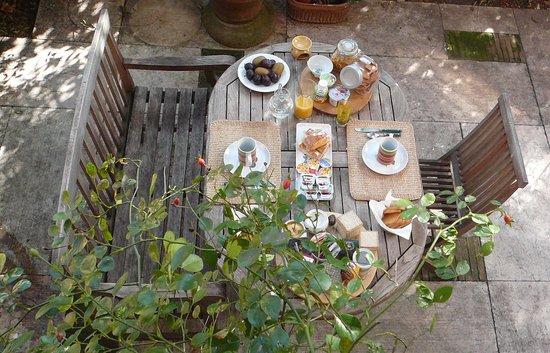 B&B Il Piccolo Giardino: colazione in giardino