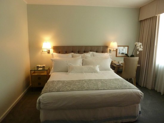 Luxe Rodeo Drive Hotel: pillows and sheets the best!