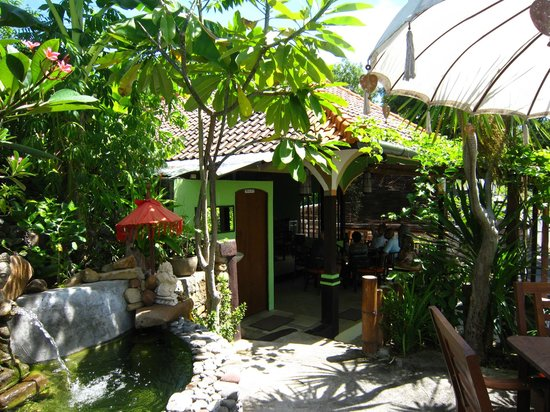 Corner Warung : Great place for lunch or dinner !