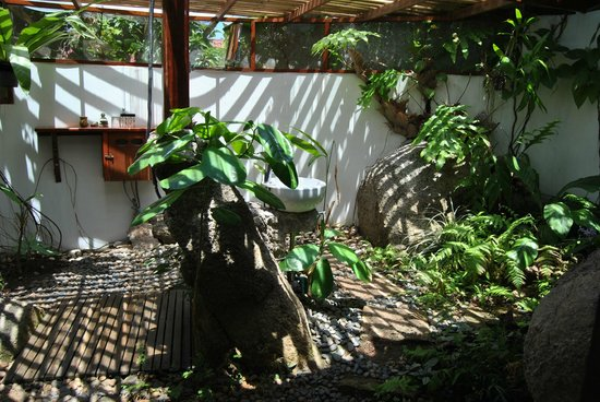 la Cigale: salle de bain type mandi balinais