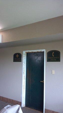 Super 8 South Bend : Door in pool area
