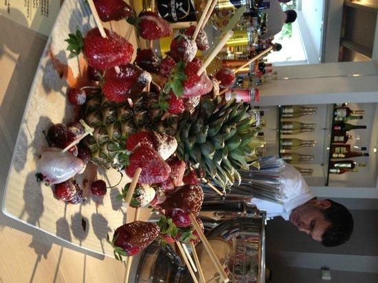 Valtos Beach & Gogozotos Residence: fruit scultpure on the bar