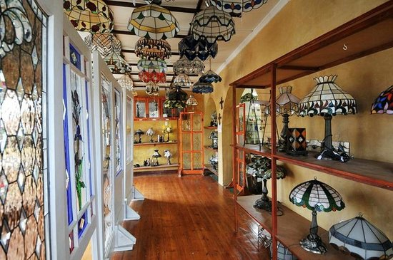 Napier, South Africa: Inside the stained glass shop