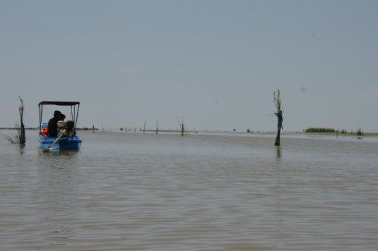 Unique Kayak Cambodia Day Tours: Tonle Sap