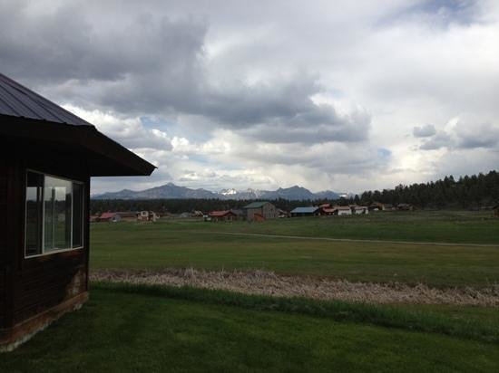 Wyndham Pagosa: hot tub on left, spectacular mountain views