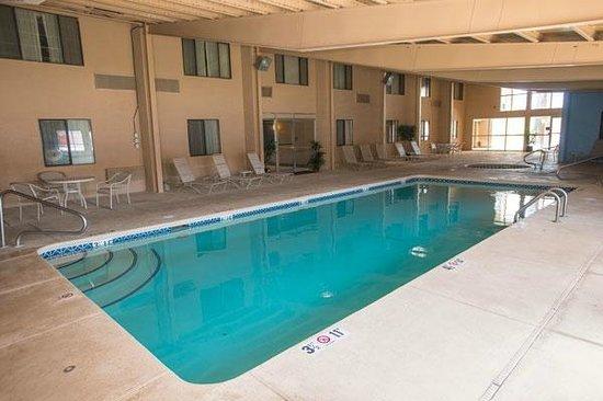 Comfort Inn Santa Rosa : Heated Pool