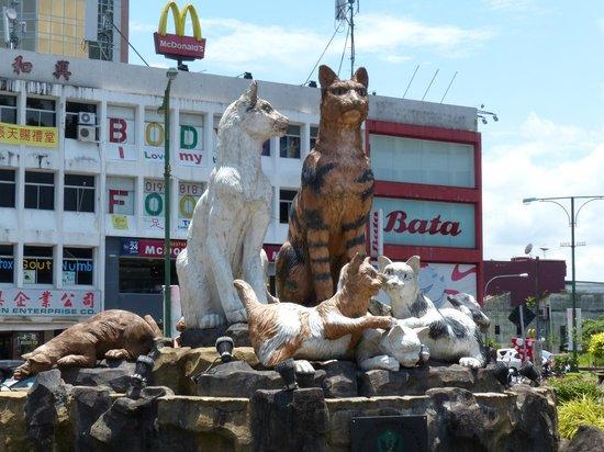 The Kebun Residences : The Cat roundabout Kuching