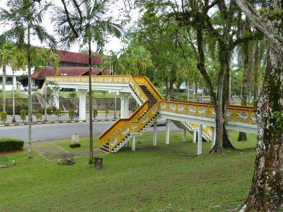The Kebun Residences : Bridge linking the museums in Kuching