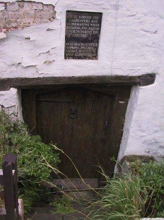 Ancient Ram Inn: Sunken doorway