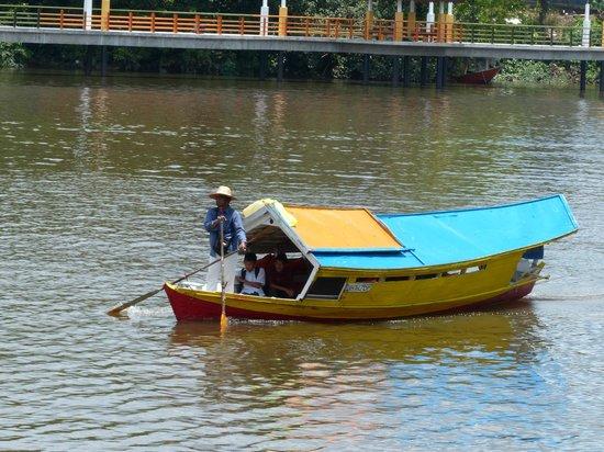 The Kebun Residences : River taxi Kuching