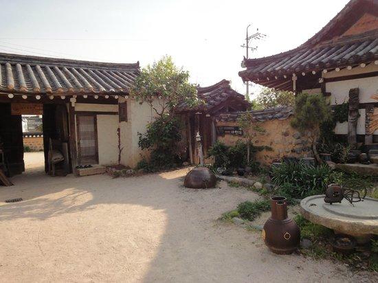Sa Rang Chae Guesthouse: La cour