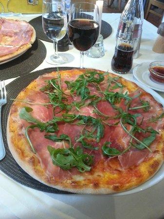 Beste Pizza aus dem Holzofen im Hotel des Alpes!!