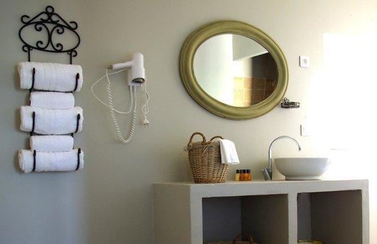 Le Moulin des Gaffins : Salle de bain chambre 6 personnes. 3 chambres communicantes