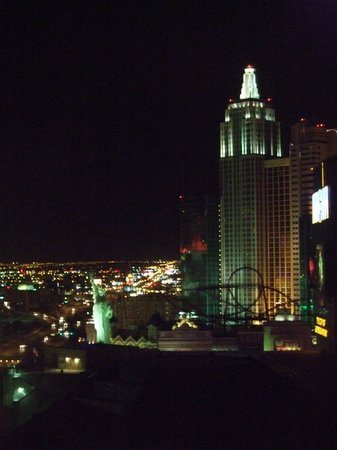 MGM Grand Hotel and Casino: night view