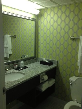 Holiday Inn Express Nags Head Oceanfront: 3RD FLOOR, OCEANFRONT, KING SIZE/PULL OUT SOFA ROOM