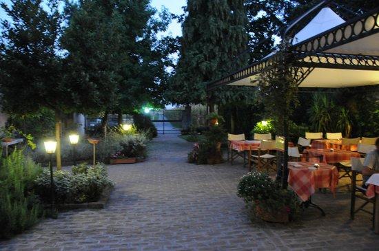Agriturismo Le Clementine : Espectaculares cenas en la terraza