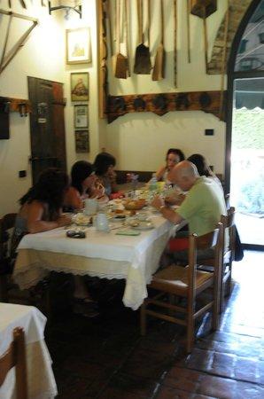 Agriturismo Le Clementine : Desayuno en el comedor interior