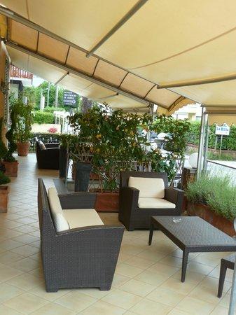 Hotel La Pigna: Terresse am Haupteingang