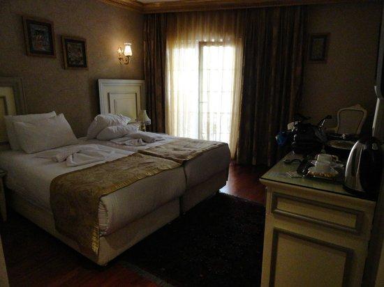 Maywood Hotel: Habitación