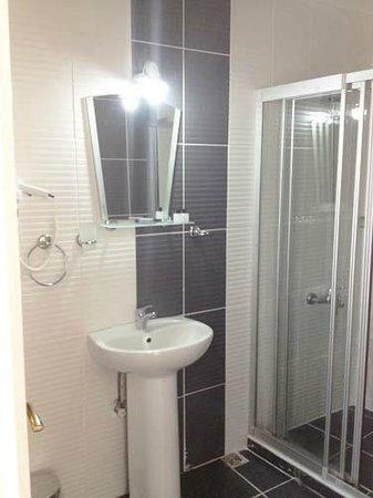 Hotel Buhara: Bathroom