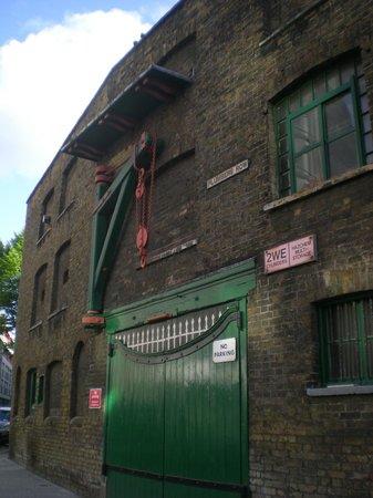 East End: Hangar