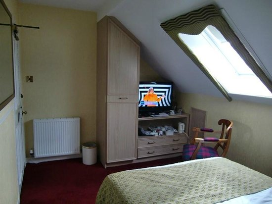 Classic Guest House: Attic room.