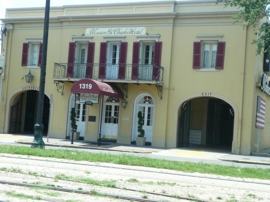 Maison St. Charles Hotel and Suites : Front of Hotel