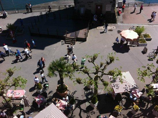 Hotel Helvetia : Piazza davanti all'hotel