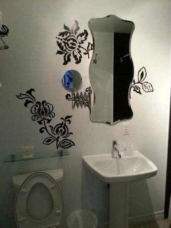 Manoir Becancourt: Salle de bain (ChambreJAZZ)
