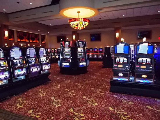 Four Winds Casino: Gaming floor