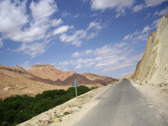 La Perle De M'Goun: Route Marocaine