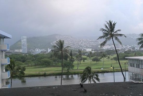 Ilima Hotel: View from the balcony - vog covers the hills