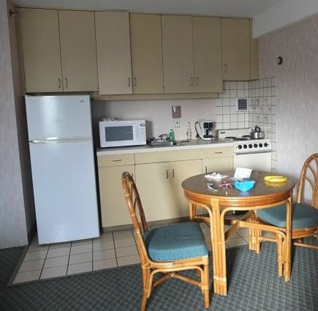 Ilima Hotel: Nicely equipped kitchen
