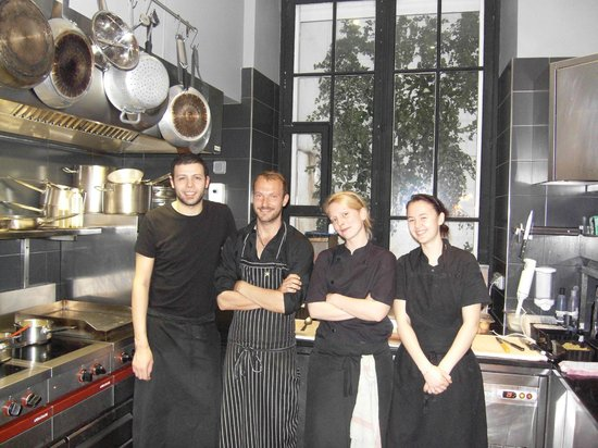 L 39 equipe de cuisine picture of le sejour cafe nice for Cuisine equip2e