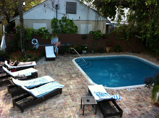 Duval Inn: The Pool area