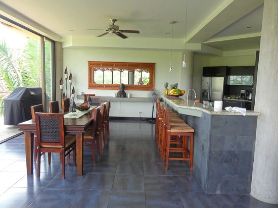 Villa Perezoso: kitchen and eating room