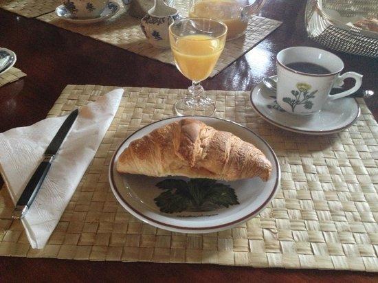 Chateau de la Jumelliere : The basic breakfast