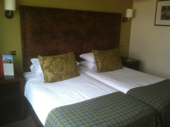 Scotland's Hotel & Leisure Club: BEDROOM
