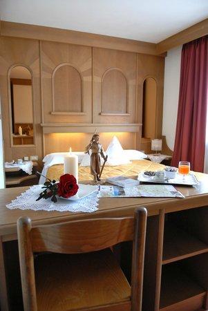 Hotel Catinaccio: Camera in hotel