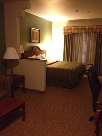 Comfort Suites Marshall : king bed.