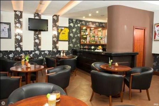 Howard Johnson Hotel Loja: Lobby bar cafe