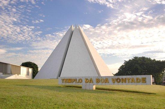 Templo da Boa Vontade: Foto de manhã do TBV