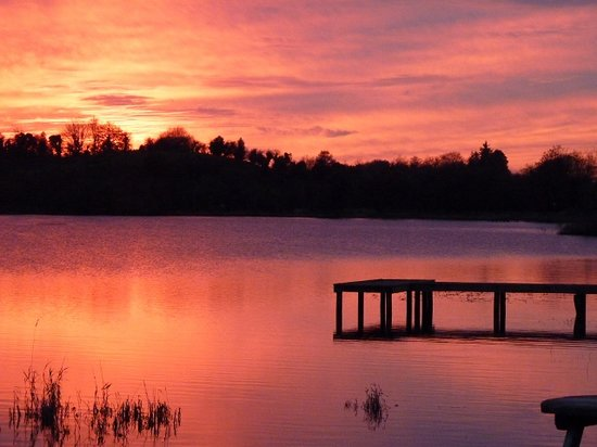 Leander Lodge: Sunset at Killyfole Lough