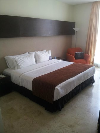 Sonesta Hotel Barranquilla: Cama King size