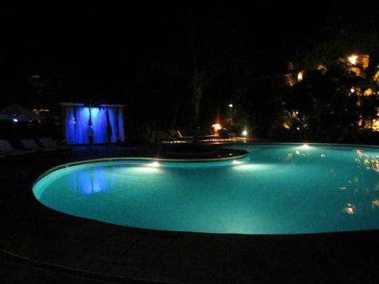 Occidental Cozumel: Quiet pool at night